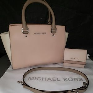 Michael Kors Colorblock Med Selma With Wallet.